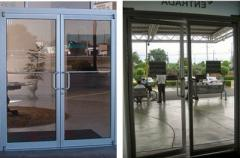 Puertas Doble Acción (Aluminio y PVC)