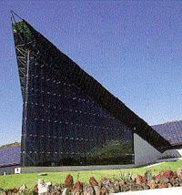 Sistemas de fachadas planares, cortinas suspendidas de cristal templado- visión total