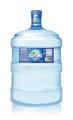 Agua envasada de fuente natural. Envase retornable 5.0 galones